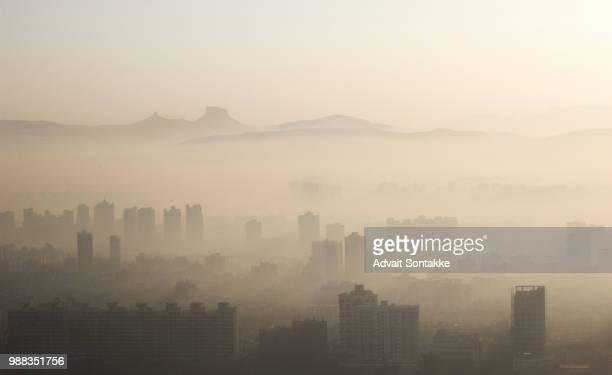 sunrise of winter - pollution photos et images de collection