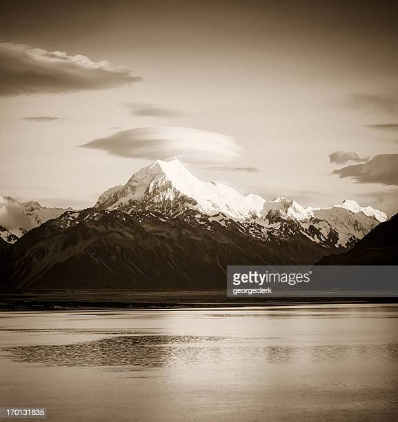 sunrise on aoraki / mt cook - snowcapped mountain stock pictures, royalty-free photos & images