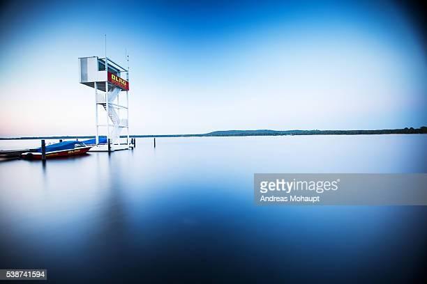 sunrise on lake müggel with boat and pier - フリードリッヒハイン ストックフォトと画像