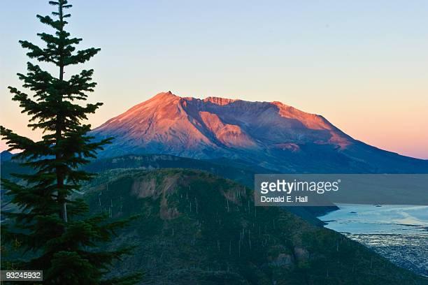 sunrise on mt. st. helens - mount st. helens ストックフォトと画像