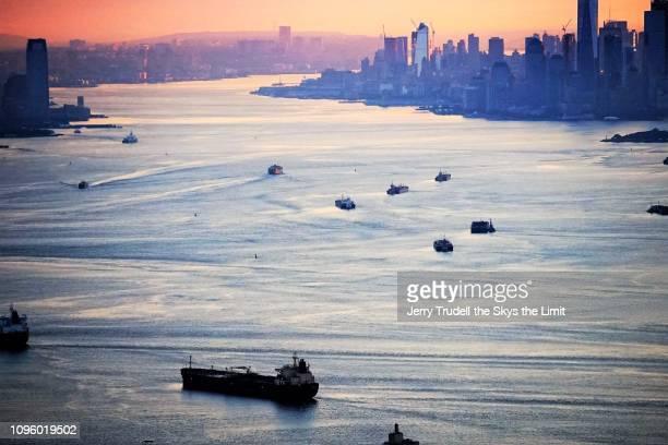 sunrise on new york harbor - ニューヨーク湾 ストックフォトと画像