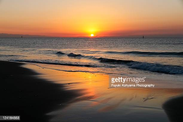 sunrise on pacific long beach - aichi prefecture stock pictures, royalty-free photos & images