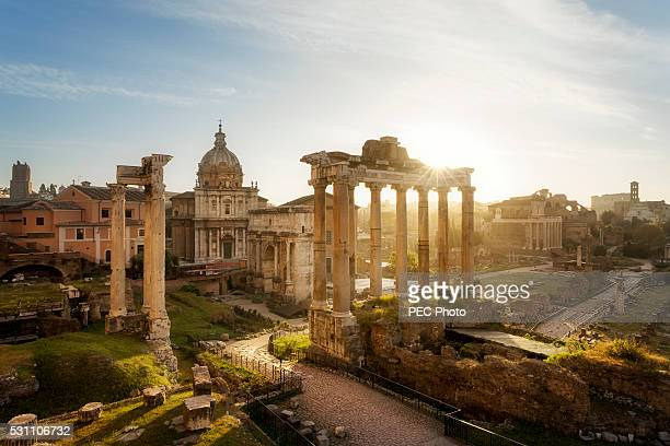 sunrise on roman forum - rom italien stock-fotos und bilder