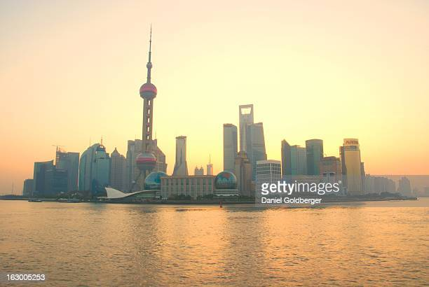 CONTENT] Sunrise on Shanghai's famous Pudong skyline