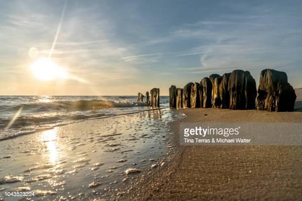 sunrise on the beach on the island of sylt in the north sea - nationalpark stock-fotos und bilder