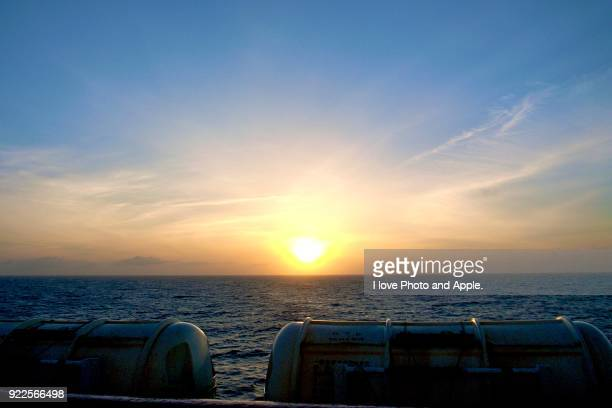 sunrise on the pacific - 朝日 ストックフォトと画像