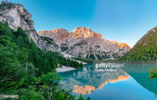 sunrise on the pragser wildsee (lake prags, lake braies, lago di braies) - pragser wildsee stock pictures, royalty-free photos & images