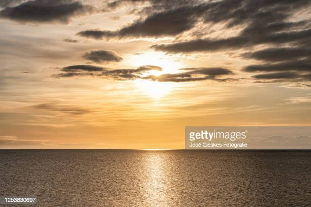 sunrise on the waddensea - zonsopgang stock pictures, royalty-free photos & images