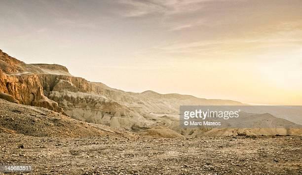 sunrise on west desert of luxor - marc mateos fotografías e imágenes de stock