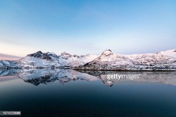 sunrise over a fjord in the lofoten during a cold winter morning - lago imagens e fotografias de stock