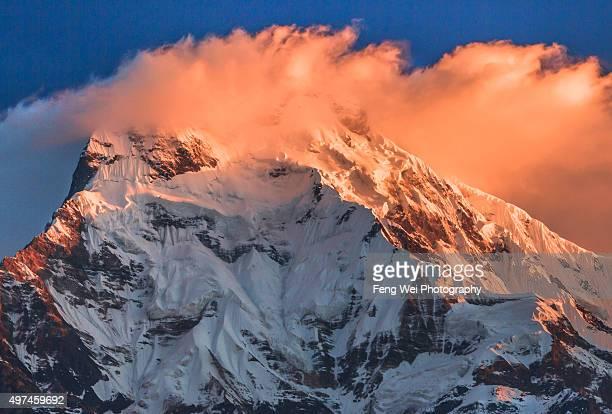 sunrise over annapurna south, tadapani, annapurna region, nepal - annapurna south stock photos and pictures