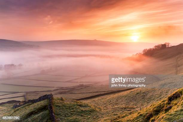 sunrise over castletons peveril castle. english peak district. uk. - peveril castle stock pictures, royalty-free photos & images