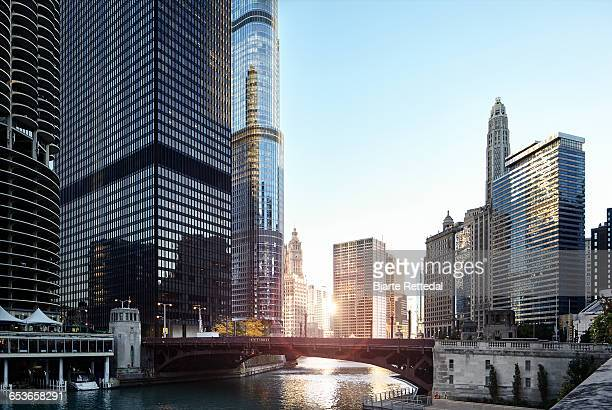 sunrise over chicago river - chicago river stock pictures, royalty-free photos & images