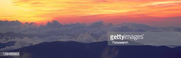 sunrise over clingman's dome, great smoky mountain national park - clingman's dome fotografías e imágenes de stock