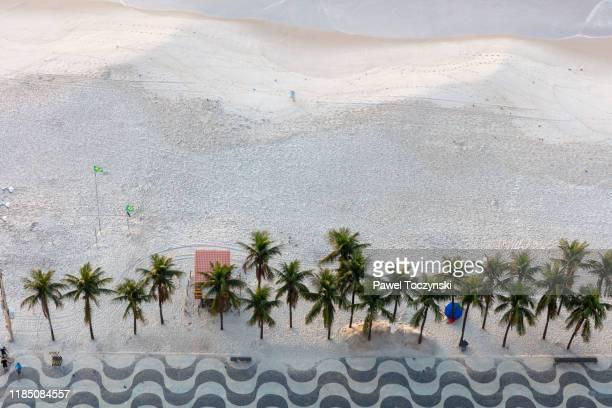 sunrise over copacabana beach, rio de janeiro, brazil - copacabana rio de janeiro stock-fotos und bilder