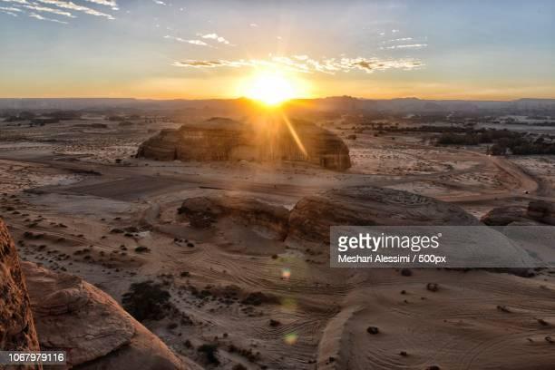 sunrise over desert - gulf countries stock-fotos und bilder