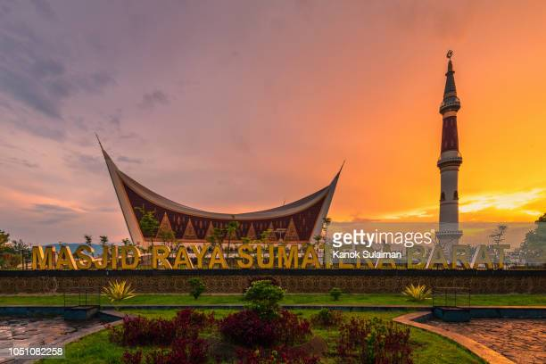sunrise over great mosque in west sumatra - west sumatra province stock pictures, royalty-free photos & images