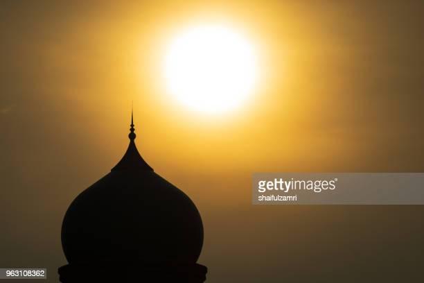 sunrise over islamic dome at putrajaya, malaysia - shaifulzamri stock pictures, royalty-free photos & images