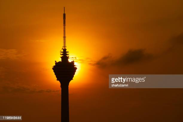 sunrise over kuala lumpur tower, a telecommunications tower with antenna up to 421 metres. - shaifulzamri 個照片及圖片檔