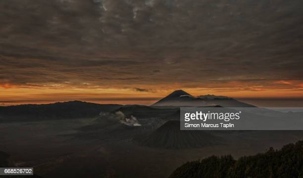 sunrise over mount bromo - tengger stock pictures, royalty-free photos & images