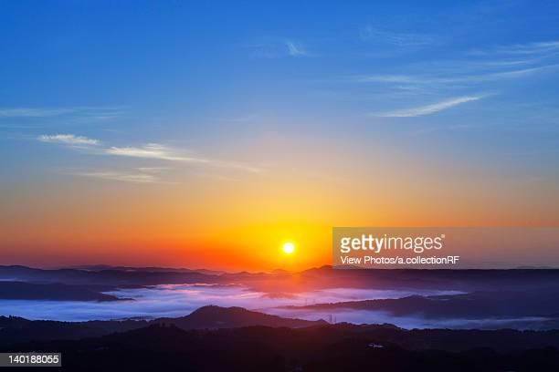 sunrise over mountains - präfektur okayama stock-fotos und bilder