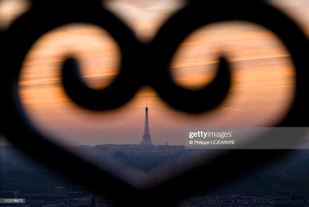 Sunrise over Paris : Stock Photo