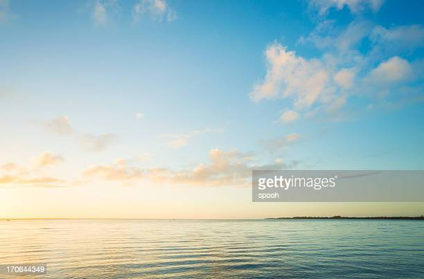 sunrise over sea - horizon stockfoto's en -beelden