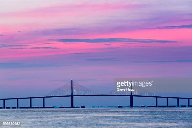 sunrise over sunshine skyway bridge from st petersburg, florida, usa across tampa bay. - sunshine skyway bridge stock photos and pictures