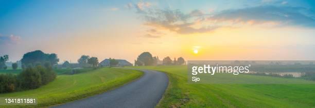 "sunrise over the ijsseldelta landscape near kampen in overijssel - ""sjoerd van der wal"" or ""sjo""nature stockfoto's en -beelden"