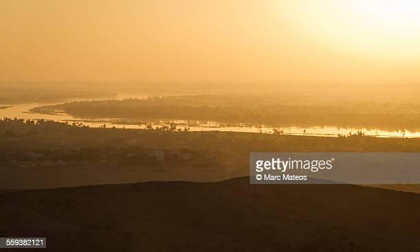 sunrise over the nile - marc mateos fotografías e imágenes de stock