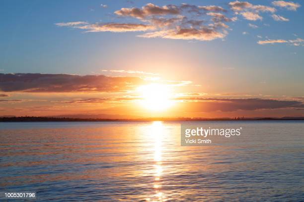 sunrise over the ocean - zonlicht stockfoto's en -beelden