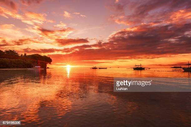 salida del sol sobre el mar, bohol, filipinas - paisajes de filipinas fotografías e imágenes de stock