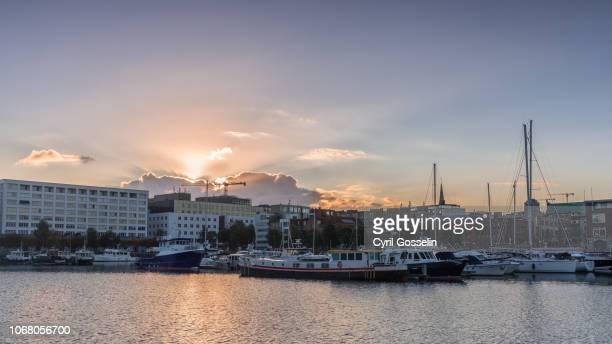 sunrise over the yacht harbor of antwerp - antwerpen provincie stockfoto's en -beelden