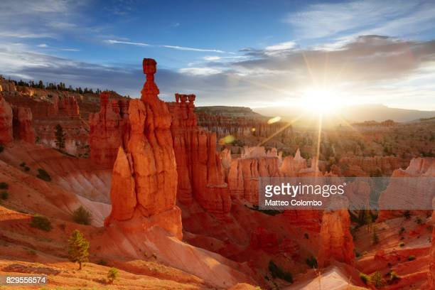 sunrise over thor's hammer, bryce np, usa - bryce canyon stock pictures, royalty-free photos & images
