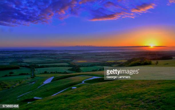 sunrise over uffington white horse hill - uffington white horse stock pictures, royalty-free photos & images