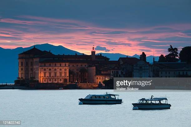 sunrise, palazzo borromeo, isola bella, borromean islands, stresa, lake maggiore, piedmont, italy - stresa stock pictures, royalty-free photos & images