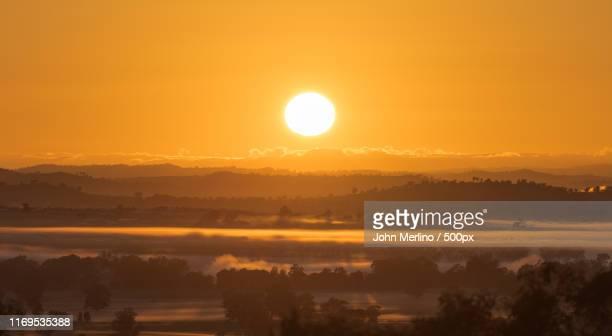 sunrise - ワガワガ ストックフォトと画像