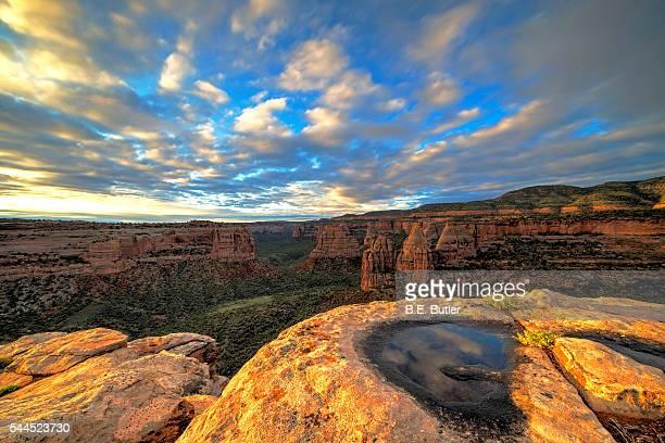 sunrise - colorado national monument stock-fotos und bilder