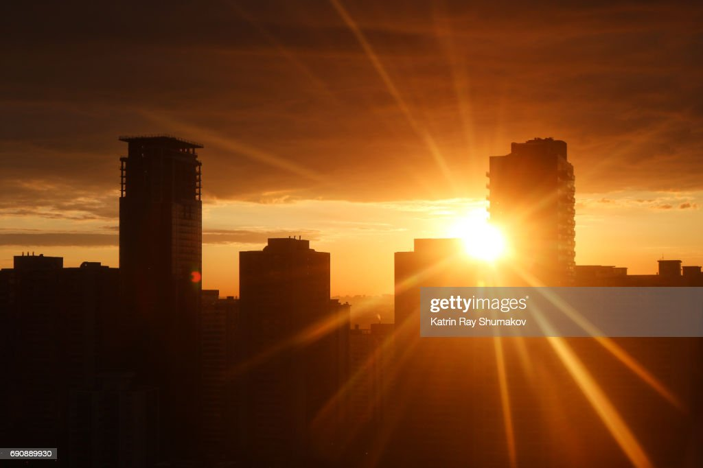 Sunrise Rays in Urban Settings : Foto de stock