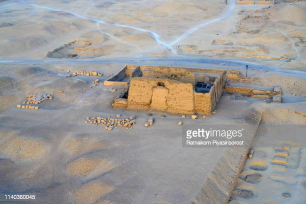 sunrise scene of aerial view from balloon of queen hatshepsut's palace, luxor, egypt - temples of karnak stock pictures, royalty-free photos & images