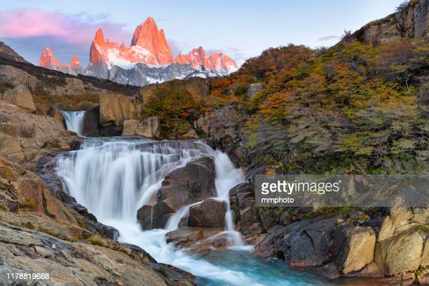 sunrise shot of arroyo del salto waterfall located in patagonia, argentina - argentinië stockfoto's en -beelden