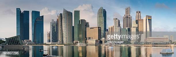 Sunrise Wolkenkratzer panorama der Innenstadt towers spiegelt