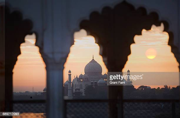 sunrise taj mahal. - agra fort stock pictures, royalty-free photos & images