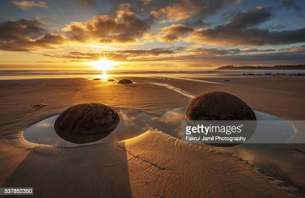 Sunrise view in Moeraki Boulders