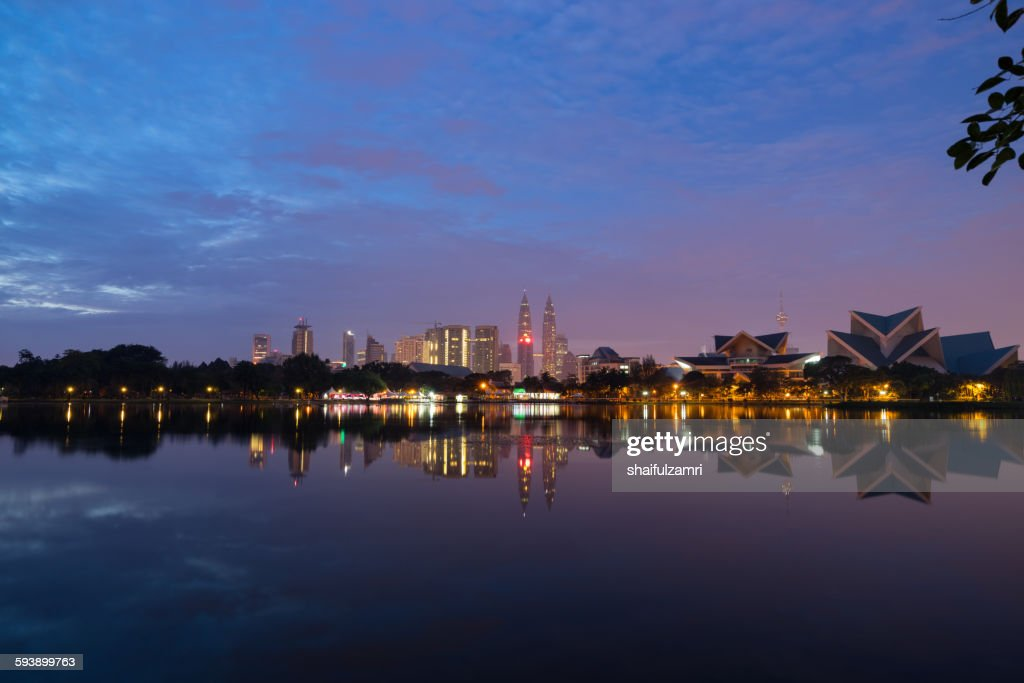 Sunrise view of lake Titiwangsa in Kuala Lumpur : Stock Photo