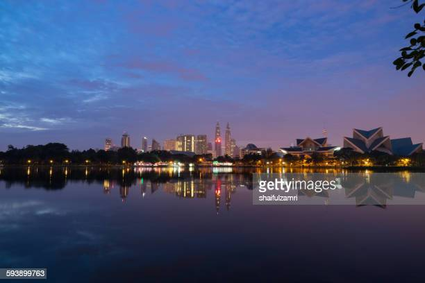 sunrise view of lake titiwangsa in kuala lumpur - shaifulzamri stock pictures, royalty-free photos & images