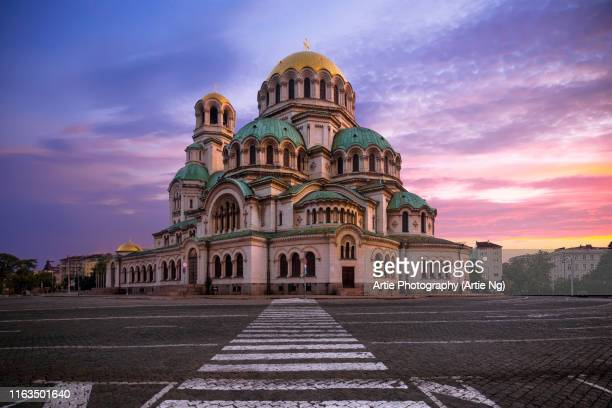 sunrise view of the st. alexander nevsky cathedral, sofia, bulgaria - bulgaria fotografías e imágenes de stock