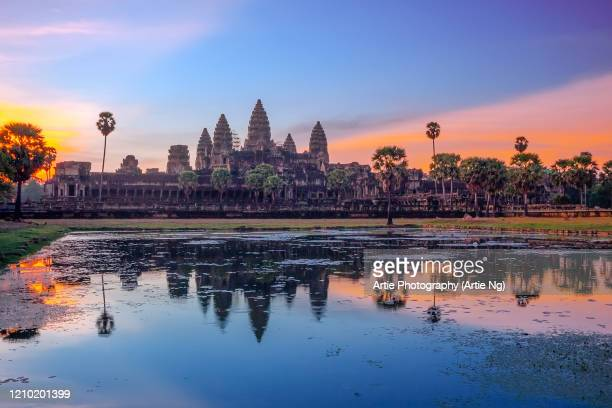 sunrise with angkor wat, siem reap, cambodia - シェムリアップ ストックフォトと画像