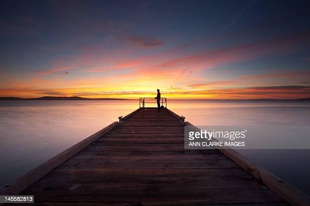 sunrise with fisherman - porto lincoln - fotografias e filmes do acervo