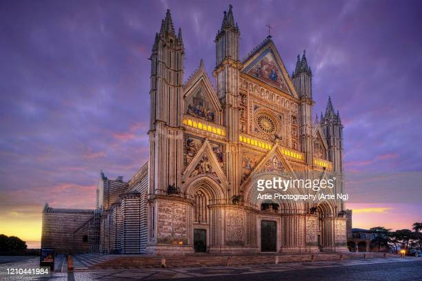 sunrise with orvieto cathedral, umbria, central italy - orvieto stock pictures, royalty-free photos & images